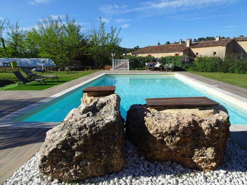 Gite piscine à la ferme en Provence- La Louvière, holiday rental in Rians