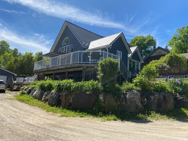 Midland Point Home close to the water, holiday rental in Big Chute