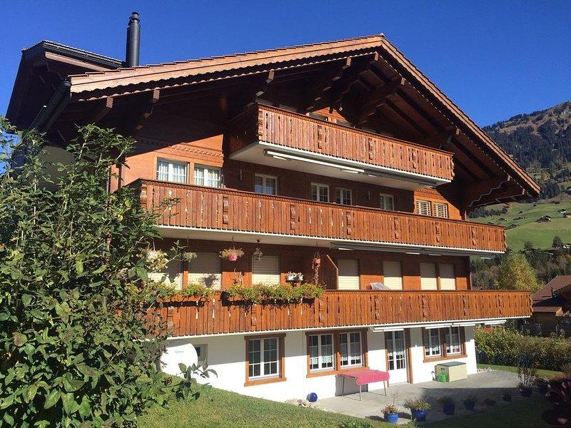 Beautiful and spacious apartment in Lenk im Simmental, Bernese Oberland, aluguéis de temporada em Interlaken