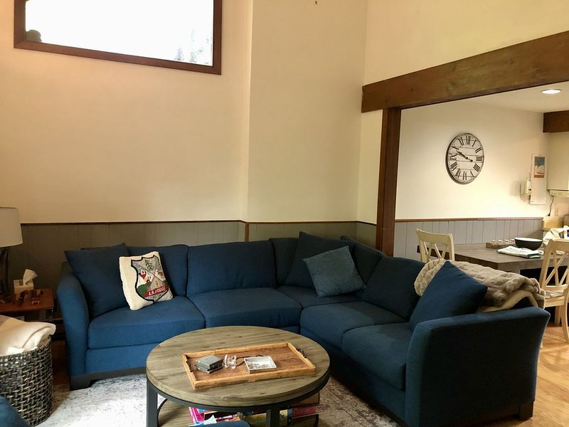 Family Friendly Townhome, location de vacances à Peru