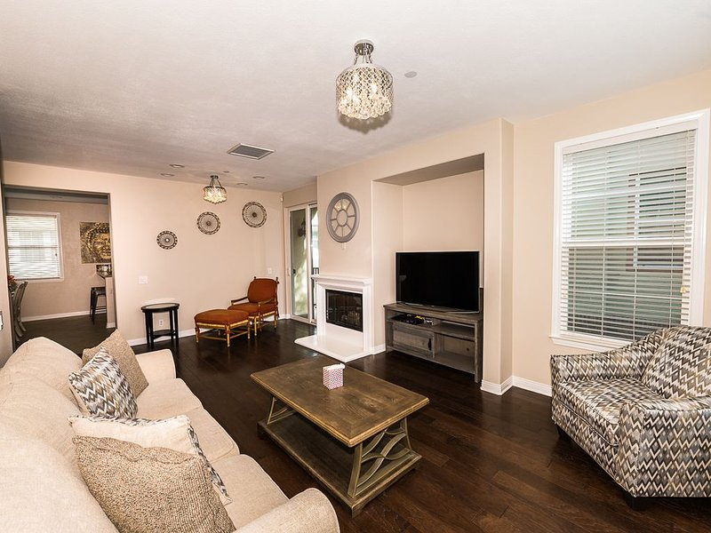 Modern 3 Bed 2.5 Bath Townhouse, vacation rental in Chino Hills