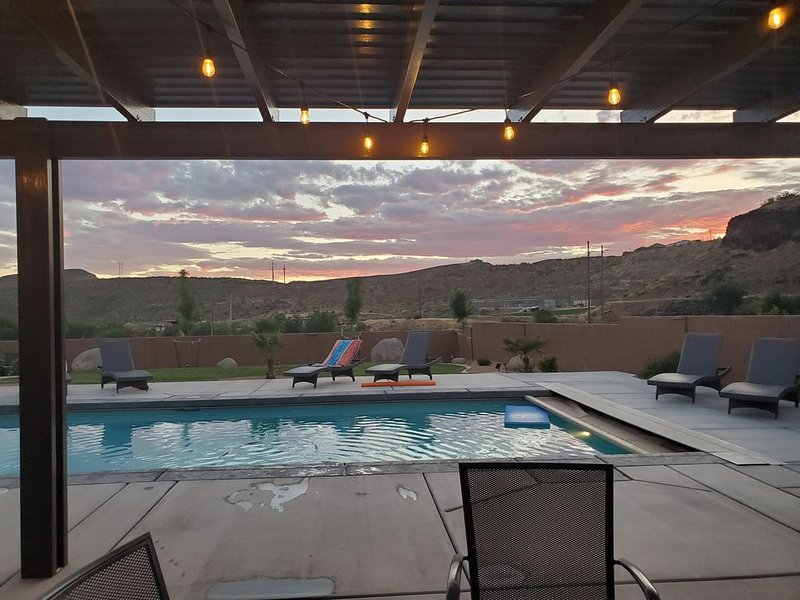 Stay at ZION ESCAPE LaVerkin! PRIVATE HOME with PRIVATE POOL and HOT TUB!, holiday rental in Toquerville