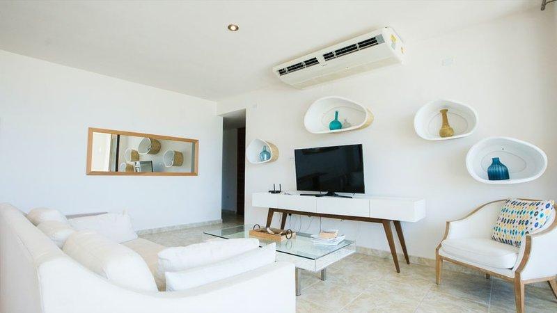 Spacious Luxury 3 Bedroom Condo at Solarea Beach Resort, alquiler vacacional en Punta Santiago