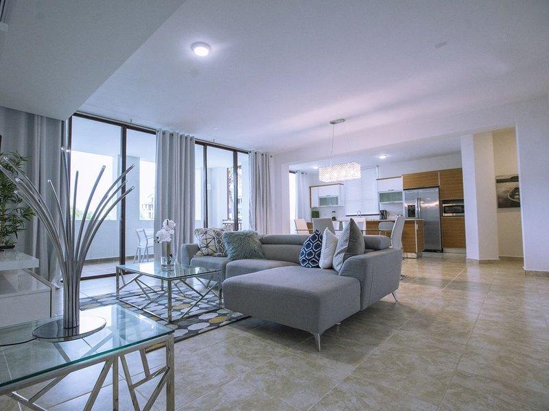 Breathtaking 3 Bedroom Condo at Solarea Beach Resort, holiday rental in Humacao