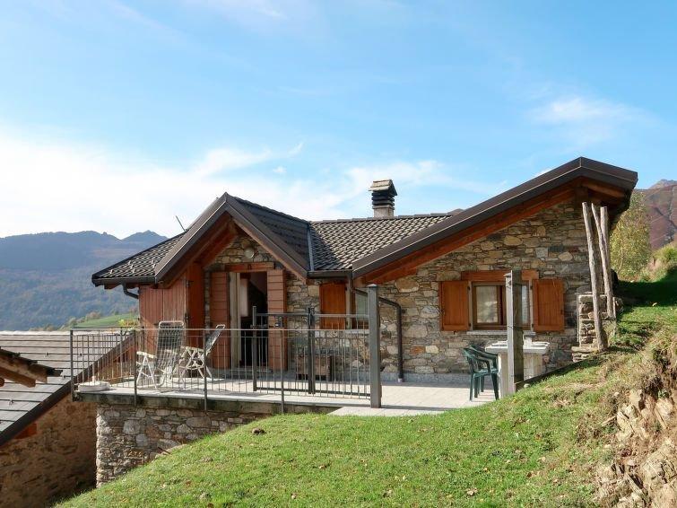 Ferienhaus Rinaldo (GRV590) in Gravedona - 6 Personen, 2 Schlafzimmer, holiday rental in Lumino