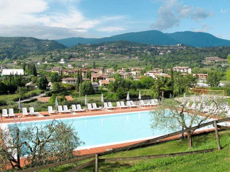 Ferienwohnung Panoramico (GAA200) in Garda - 6 Personen, 2 Schlafzimmer, holiday rental in Garda