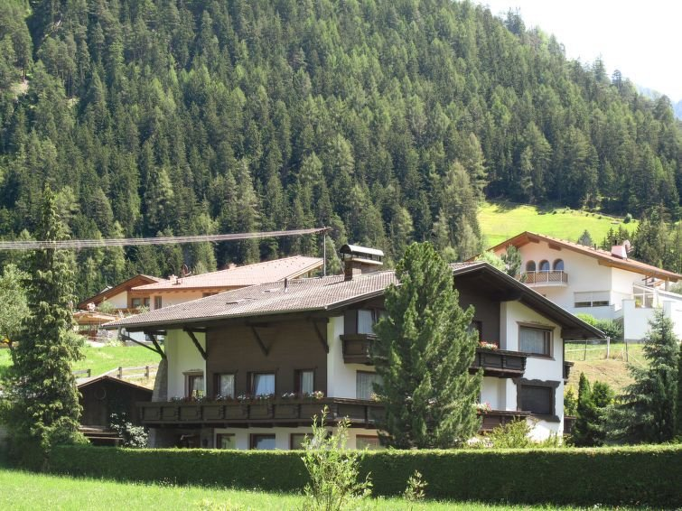 Apartment Haus Martina  in Pfunds, Oberinntal - 8 persons, 3 bedrooms, holiday rental in Pfunds