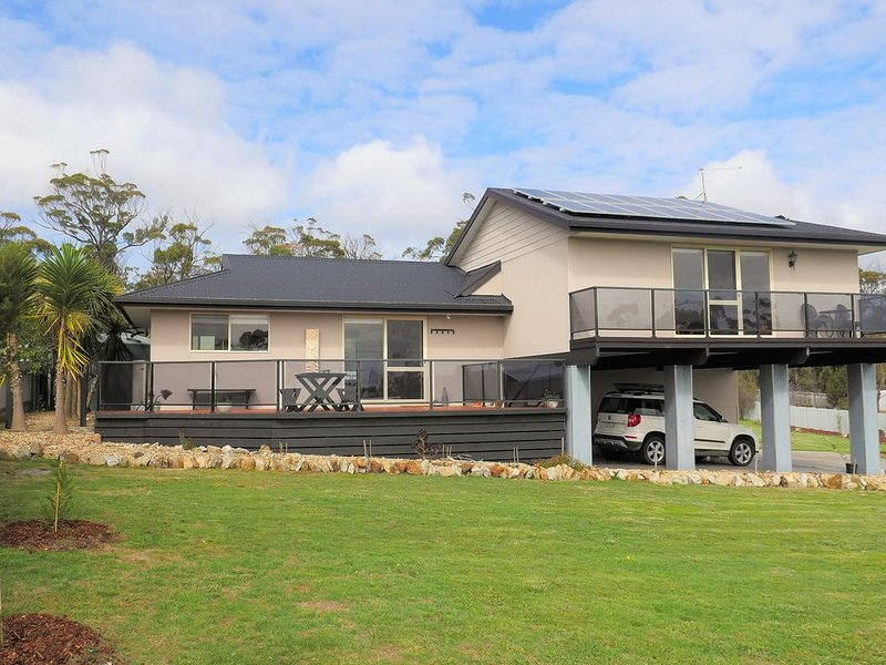 BIRDSONG * BINALONG  BAY Tranquillity on the Bay of Fires., holiday rental in St Helens
