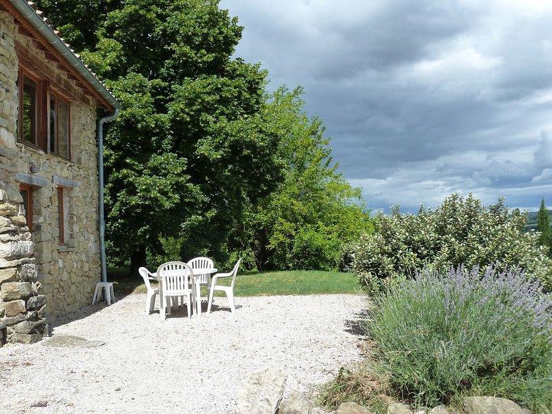 Charmant loft dans un lieu magique en campagne, vacation rental in Plan-de-Baix