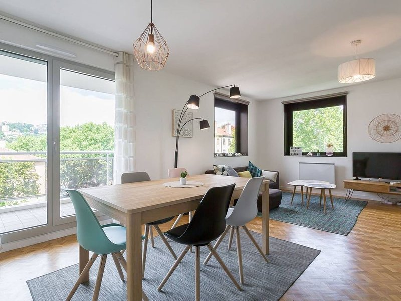 ⭐Lyon Centre Confluence 100 m2 Parking Terrasses❤️, holiday rental in Lyon