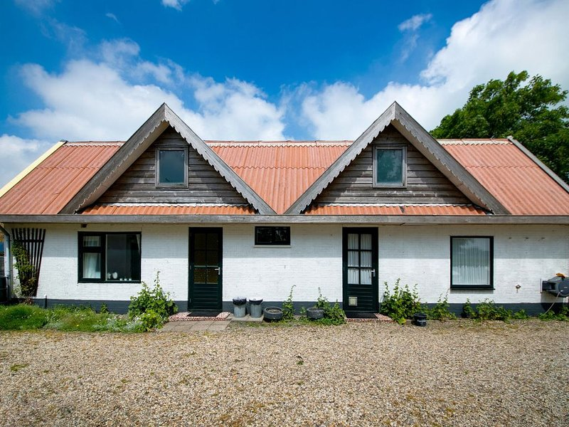 Holiday home in beautiful surroundings nearby the coast of Noord-Holland provinc, vacation rental in Anna Paulowna