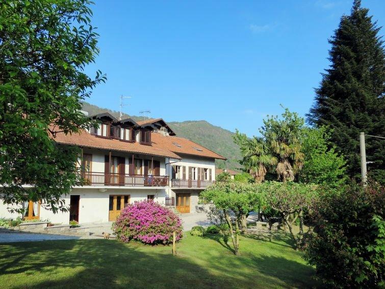 Ferienwohnung Ciliego (LMG180) in Mergozzo - 6 Personen, 3 Schlafzimmer, holiday rental in Gravellona Toce