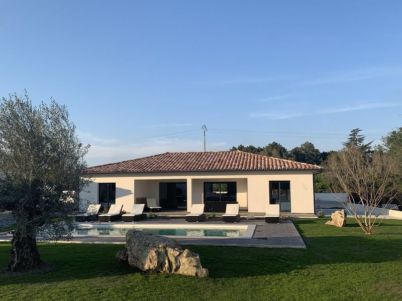 ✨✨ Résidence hôtelière : Villa de standing avec piscine à 2 km de la mer✨✨, location de vacances à Ventiseri