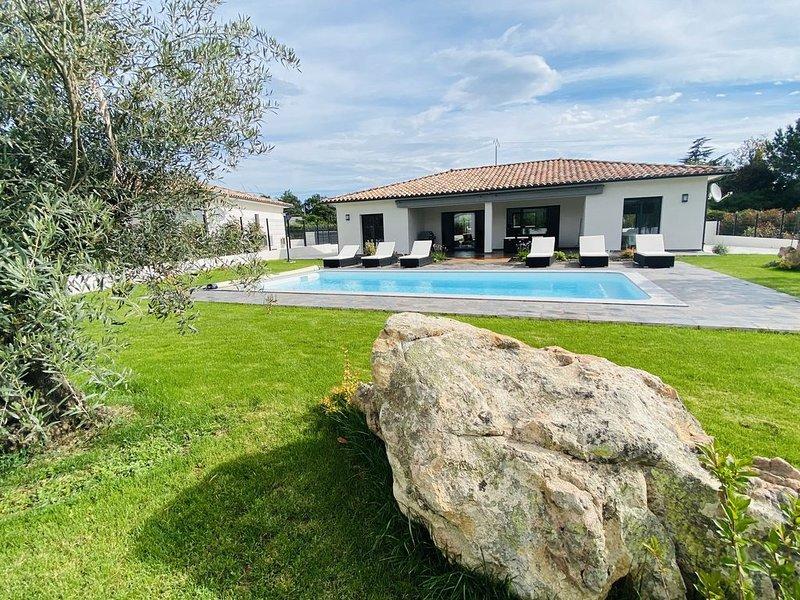 ✨✨ Résidence hôtelière : Villa de standing avec piscine à 2 km de la mer✨✨, holiday rental in Ventiseri