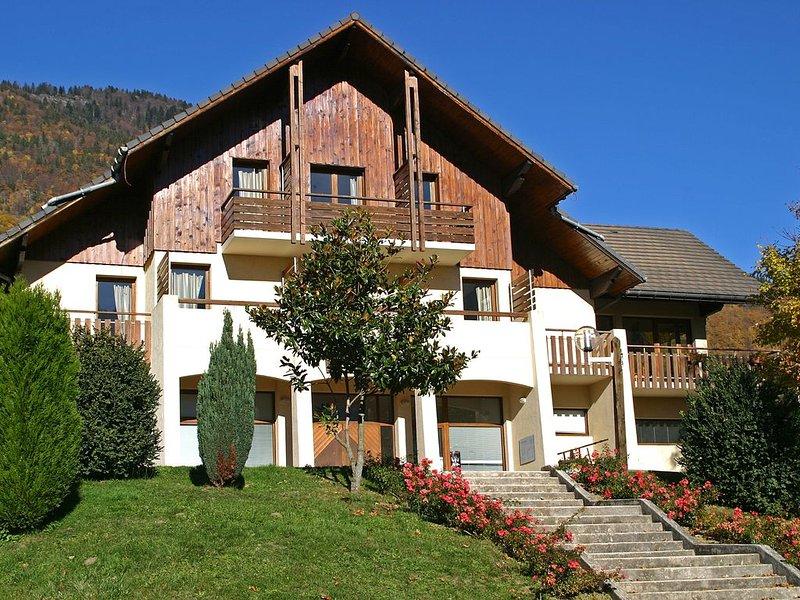 Grande maison pour groupes constitués dans un décor de rêve, aluguéis de temporada em Saint-Leger