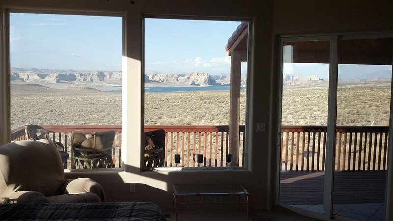 Huge Views Huge Home 6 BDRM Unobstructed View of Lake Powell Secluded Quiet, vacation rental in Page