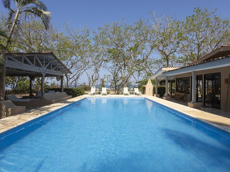 Outdoor Living in Absolute Privacy Steps from the Water's Edge, holiday rental in Playa Grande