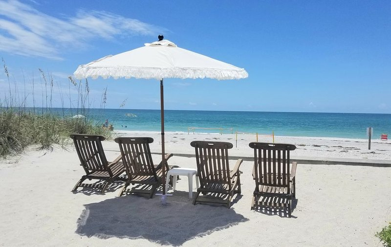 CASA TORTUGA - Beachfront Cottage, holiday rental in Grove City