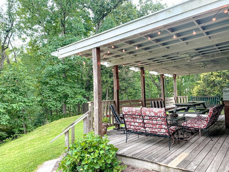 Tranquil water view retreat near Hershey. Sleeps 10., holiday rental in Mount Joy