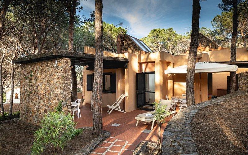 Santa Margherita Di Pula: Villa a 350 mt. dal mare immersa nella pineta, alquiler vacacional en Santa Margherita di Pula