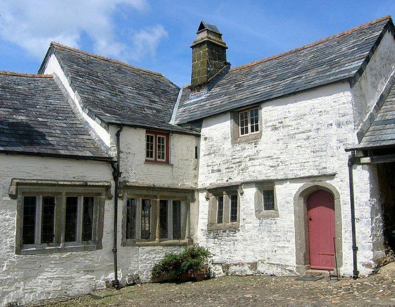 Tudor Wing at Cullacott, holiday rental in Kennards House