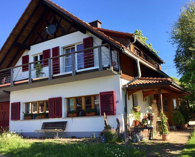 Neue Ferienwohnung inmitten eines Naturgartens, holiday rental in Sankt Blasien