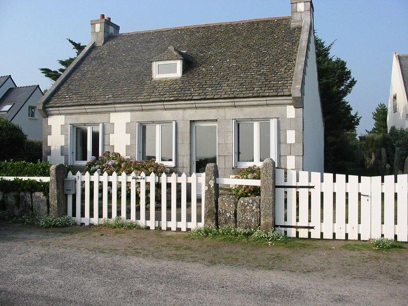 Maison de plain pied face mer au Cabellou - très joli jardin clos, aluguéis de temporada em Concarneau