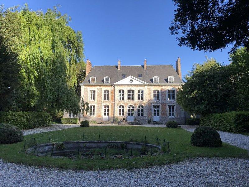 Séjour romantique dans un château près de la mer en Normandie, vacation rental in Neville