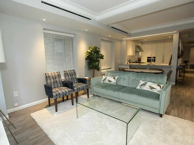 Luxe Apt Steps from Central Park & Lincoln Center, holiday rental in Guttenberg