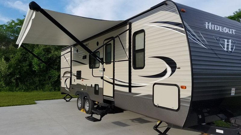 32' RV Travel Trailer Camper on site in South Haven Michigan, holiday rental in Bangor