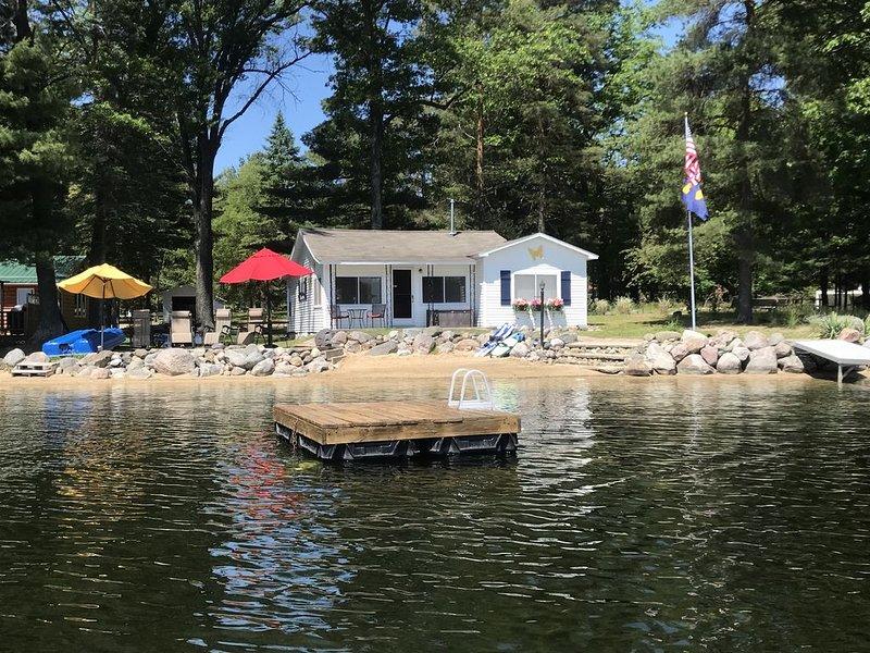 'Laugh-a-Lot' Rental on All Sports Pratt Lake, Gladwin MI, casa vacanza a Clare