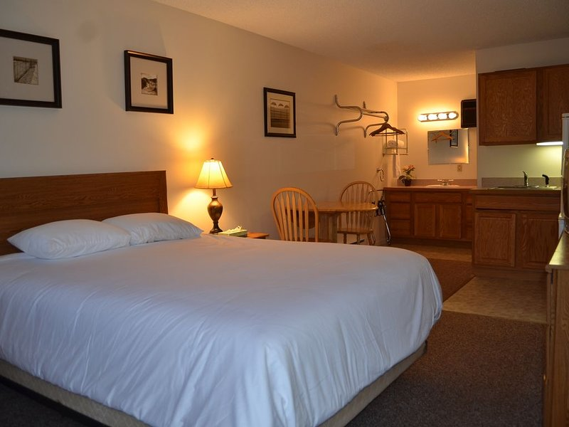 1 Bedroom Studio Suite on Lake George, holiday rental in Lake George