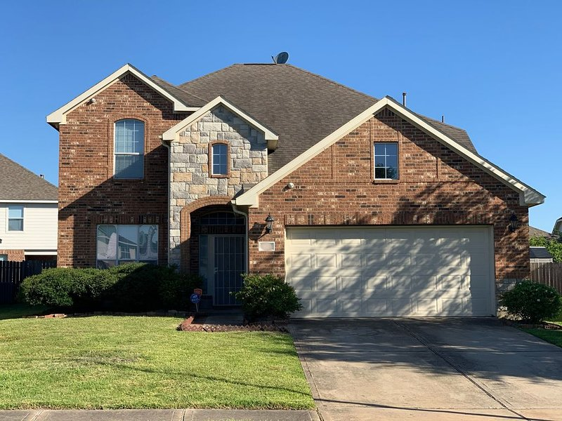 A warm, clean and cozy 2-story house in Mission Bend, Houston TX, vacation rental in Clodine