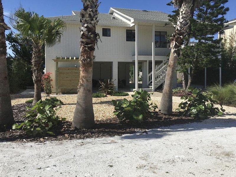 """Seagrape Cottage""   Steps to the beach, casa vacanza a Palm Coast"