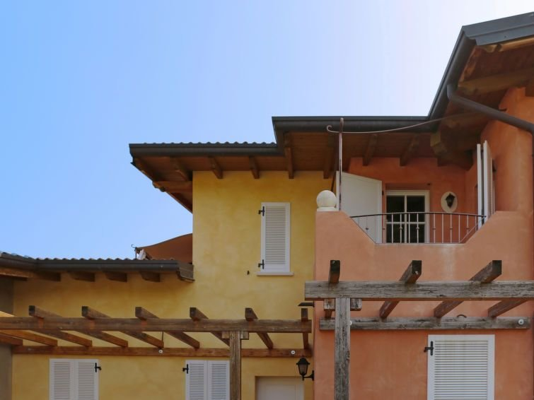 Ferienwohnung La Corte (MAN132) in Manerba - 6 Personen, 2 Schlafzimmer, vacation rental in Soiano Del Lago