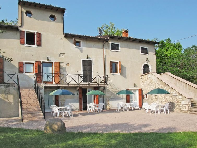 Ferienwohnung Ca' Pignoi (GAA262) in Garda - 5 Personen, 2 Schlafzimmer, holiday rental in Marciaga di Costermano
