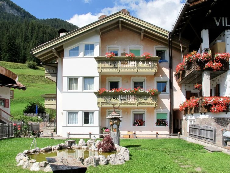 Apartment Casa Cecilia  in Fontanazzo, Dolomites - 4 persons, 2 bedrooms, holiday rental in Campestrin