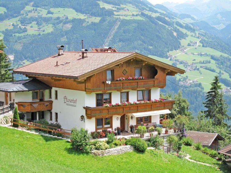 Apartment Haus Bloserhof  in Zellberg, Zillertal - 8 persons, 3 bedrooms, aluguéis de temporada em Zell im Zillertal