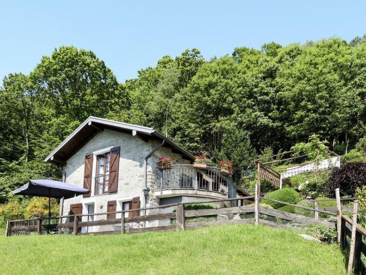 Ferienwohnung Baita dei Nonni (GRV644) in Gravedona - 4 Personen, 1 Schlafzimmer, holiday rental in Gravedona ed Uniti
