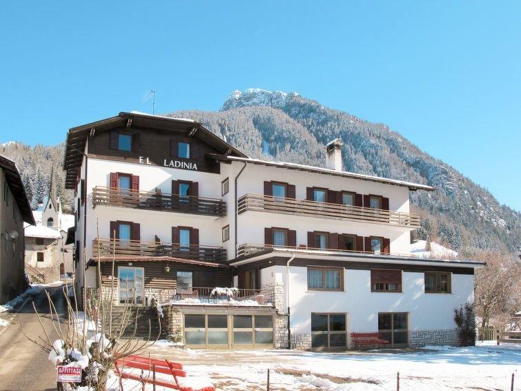 Ferienwohnung El Ladinia (ENA507) in Moena - 9 Personen, 3 Schlafzimmer, vacation rental in Bellamonte