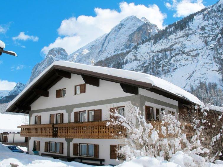 Ferienwohnung Cesa Micheluzzi (CZI712) in Canazei - 6 Personen, 3 Schlafzimmer, holiday rental in Canazei