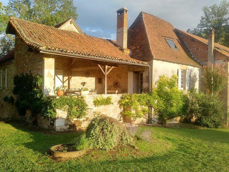 Large Idyllic Mill in Dordogne, casa vacanza a Sainte-Trie