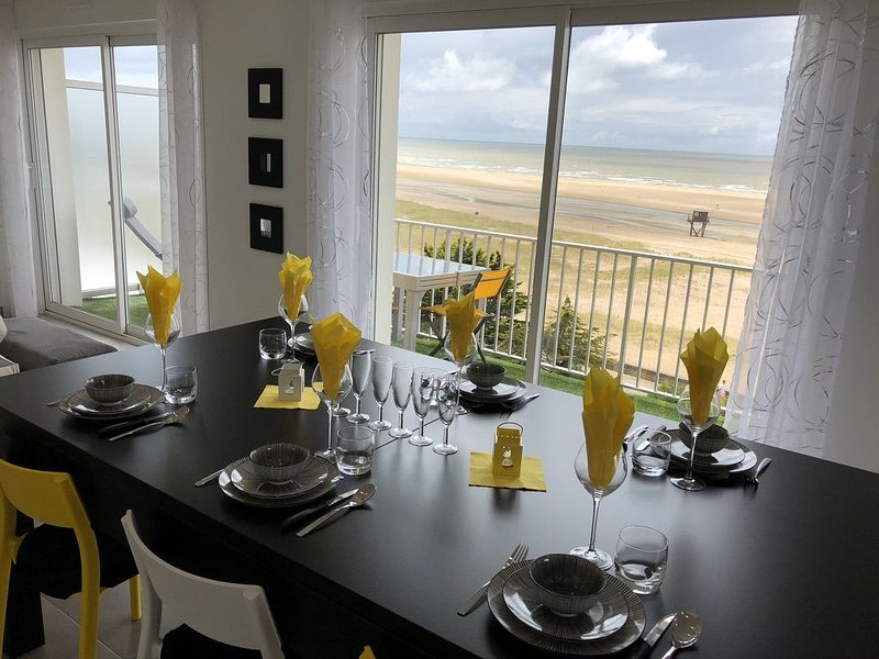 APPARTEMENT 'ENVIES D'AILLEURS' FACE MER 5/7 PERS, holiday rental in Donges
