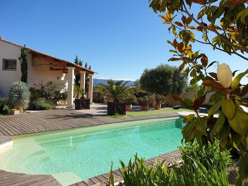 Lamanderie en Provence; maison type Hacienda entre Alpilles et Luberon, holiday rental in Senas