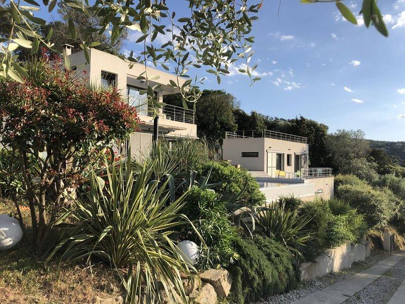 Maison d'Architecte vue unique sur le golfe de VALINCO - Classée Meublé 5*****, holiday rental in Belvedere-Campomoro