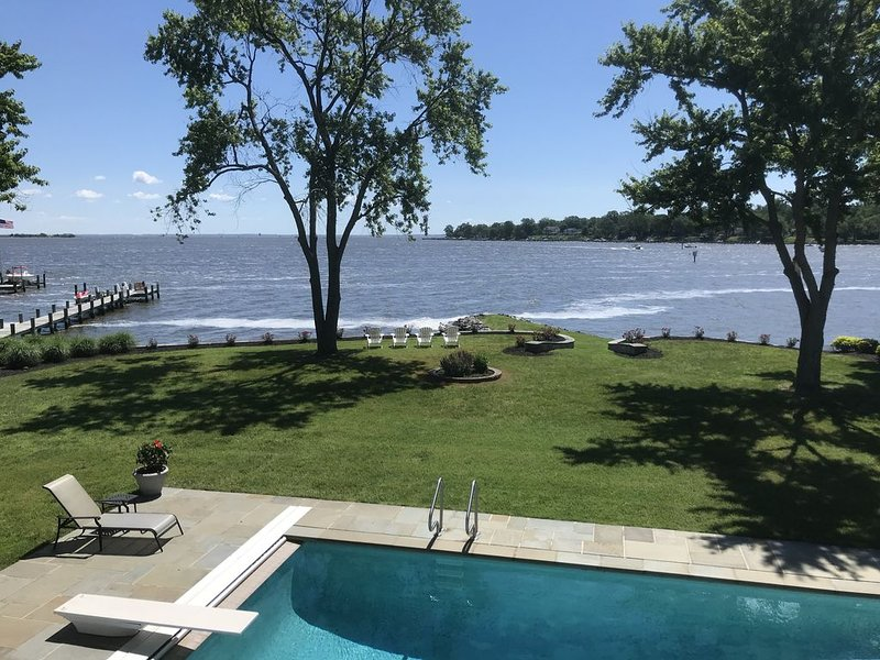 Commissioning Week Available! Stunning Waterfront, Private Pool and Hot Tub!, vacation rental in Stevensville