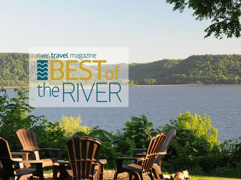 Large private lake front home with stunning views on Lake Pepin., location de vacances à Lake City