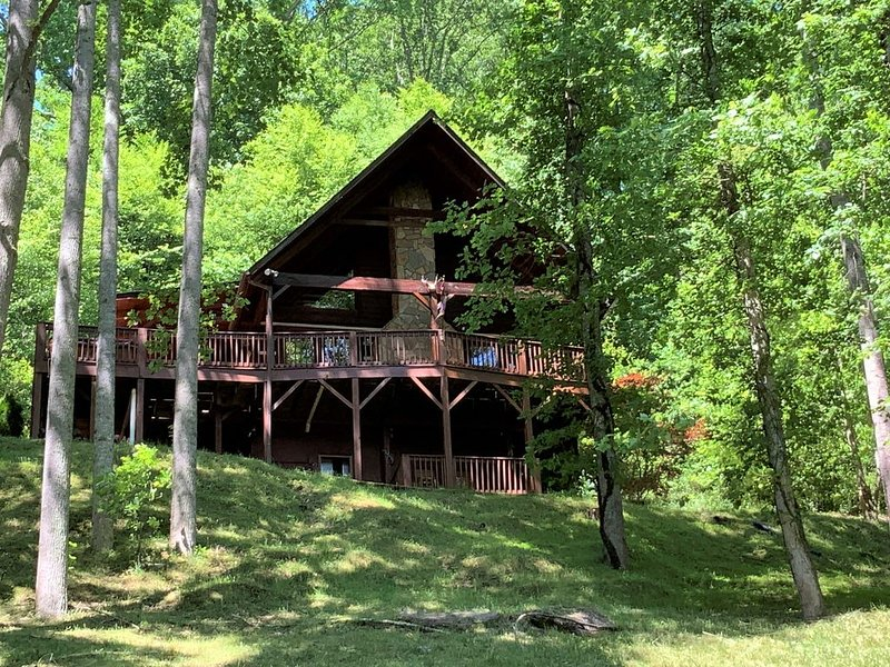 Trail's End 3 Bedroom 3 Bath Log Cabin right in Valle Crucis, vacation rental in Vilas