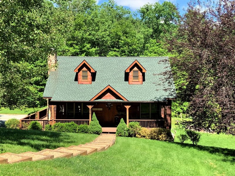 Country Life 3 Bedroom 2 Bath Log Cabin in Valle Crucis, vacation rental in Vilas