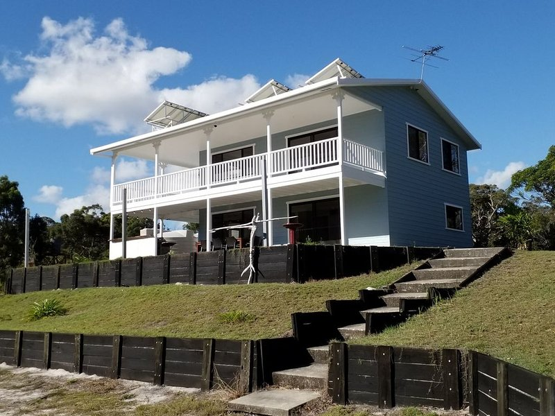 SeaView at the top of the hill on the front in Bulwer, holiday rental in Moreton Island